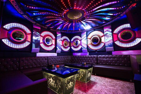"""Mẫu phòng karaoke hiện đại mang chất """"hầm hố"""""""